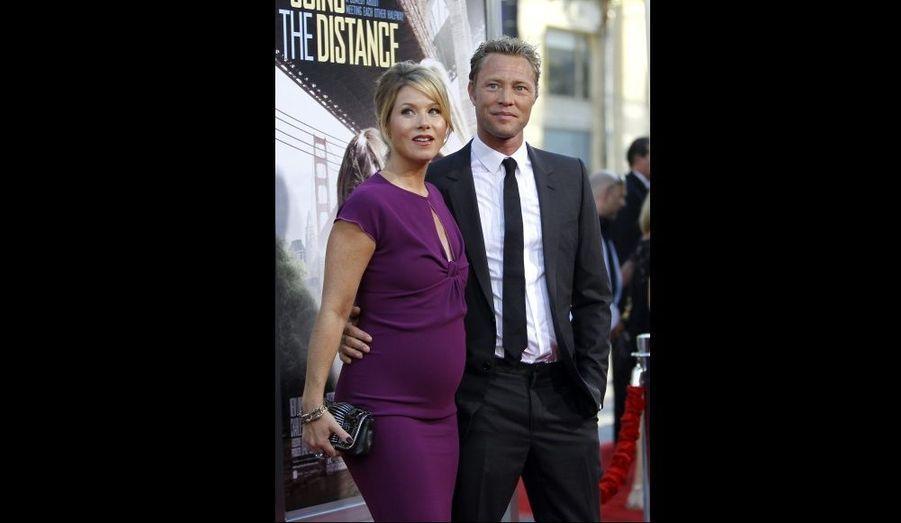 """Christina Applegate, qui joue dans """"Going The Distance"""", était à la première du film à Hollywood, enceinte et en compagnie de son fiancé Martyn Lenoble."""