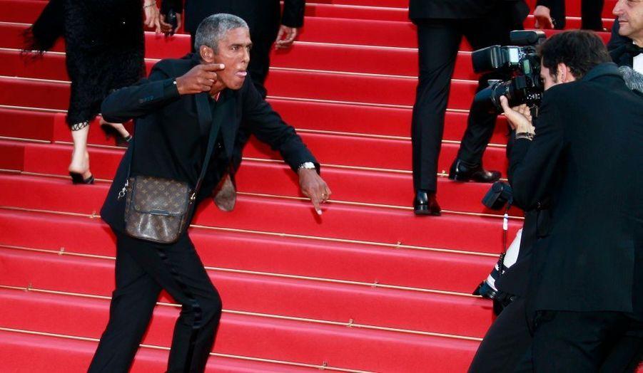 L'acteur Samy Nacéri aurait été interpellé à deux reprises en marge de la 64ème édition du Festival de Cannes pour exhibitionnisme et insultes à agent. Placé sous contrôle judiciaire, l'acteur de 49 ans devrait comparaître devant un juge du tribunal de Grasse le 21 juin prochain.