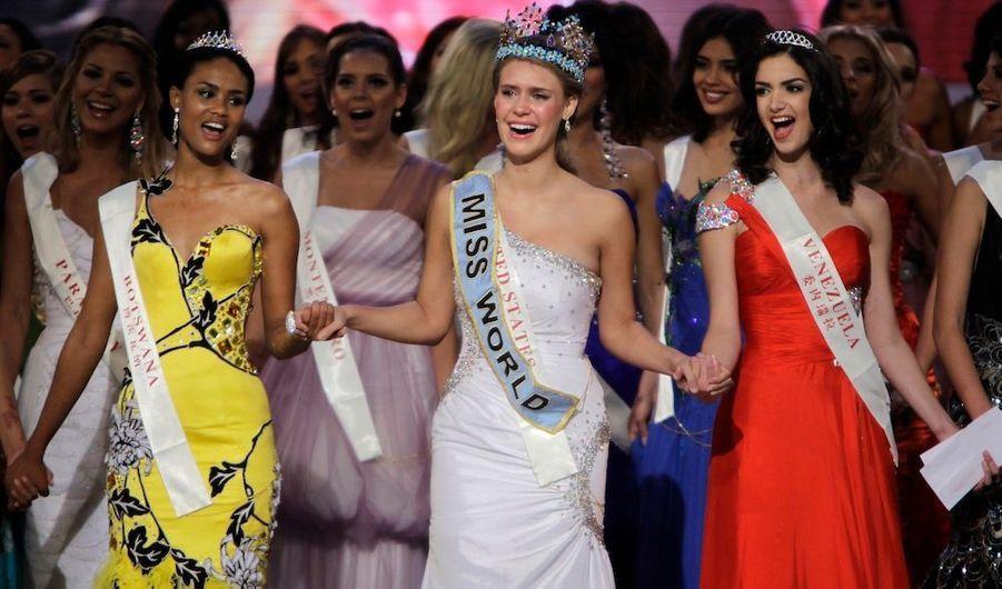 Miss Etats-Unis, Alexandria Mills, a remporté samedi le titre de Miss Monde 2010, lors d'une cérémonie dans l'île tropicale chinoise de Hainan. Ses Dauphines sont Miss Botswana Emma Wareus et Miss Venezuela Adriana Vasini.