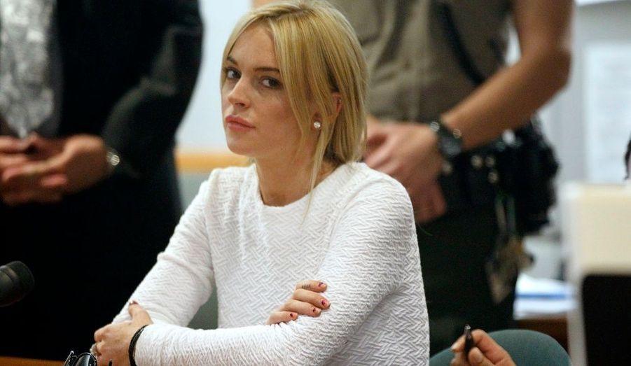 Accusée d'avoir volé un collier d'une valeur de près de 2000€, l'actrice de 24 ans a été entendue hier par un juge de Los Angeles, qui l'a mise en garde. Elle, qui est déjà en période probatoire pour diverses infractions, sera fixée sur les sanctions qu'elle encourt le 23 février prochain.