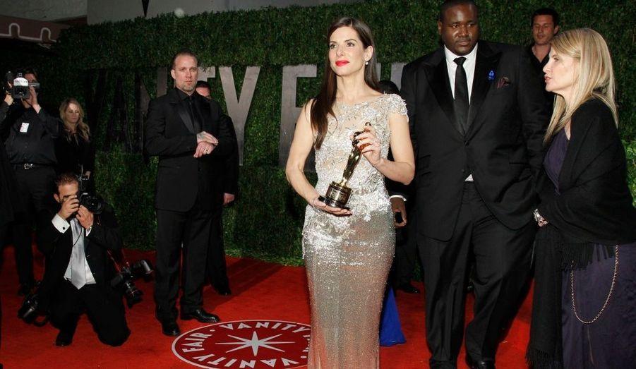"""La veille, elle reçevait un """"Razzie Award"""" qui célèbre la pire actrice de l'année. Mais hier soir, à l'occasion de la cérémonie des Oscars 2010, à Los Angeles, Sandra Bullock obtient le prix de la meilleure actrice grâce à """"The Blind Side"""". Pour le pire et le meilleur..."""
