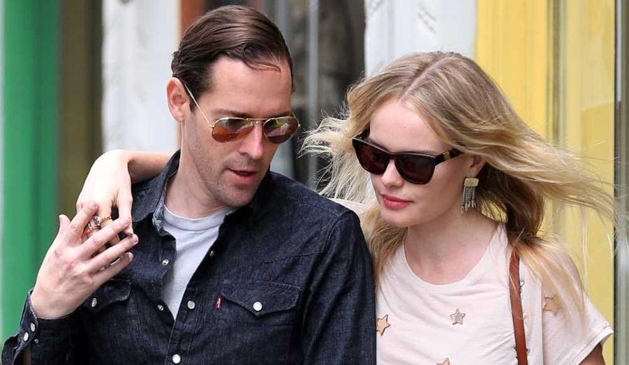 Kate Bosworth et son compagnon Michael Polish à la sortie d'un restaurant de Santa Monica, en Californie.