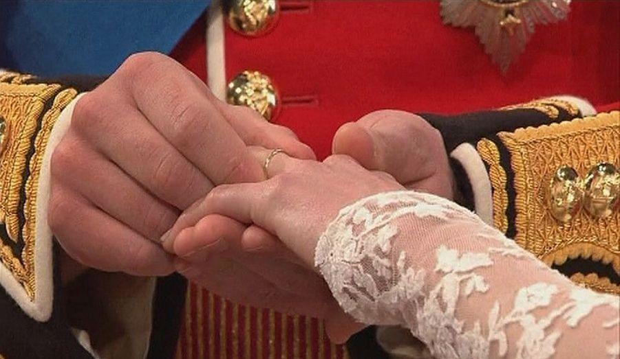 Un moment magique du mariage du prince William et de la désormais duchesse de Cambridge, hier à l'abbaye de Westminster.