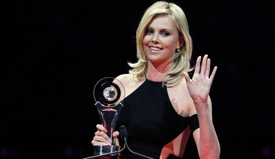 La belle Charlize Theron a été récompensée d'un prix pour sa carrière lors du CinemaCon, de Las Vegas, grande messe qui réunit les exploitants de salle américains.