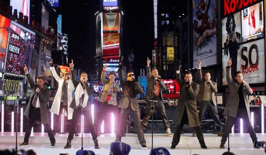 Les Backstreet Boys et New Kids On The Block réunis sur Times Square à New York à l'occasion du Nouvel an.