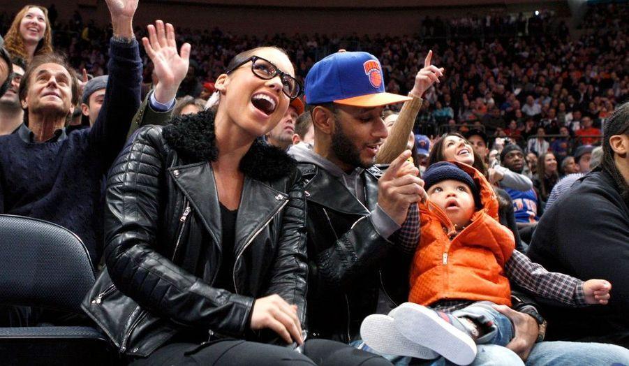 La chanteuse Alicia Keys et son mari Swizz Beatz ont emmené leur fils Egypt pour voir le match opposant les Knicks de New York aux Celtics de Boston, à New York.
