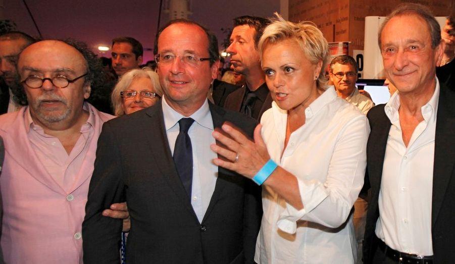 François Hollande, en compagnie de Jean-Michel Ribes, Muriel Robin et de Bertrand Delanoë à la soirée des dix ans du Théâtre du Rond-Point à Paris.