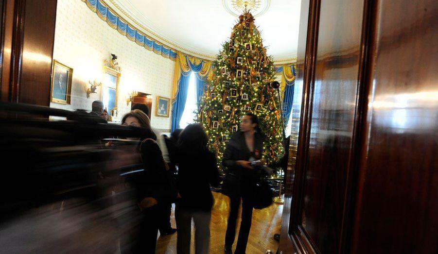 Michelle Obama a présenté hier les décorations de Noël de la Maison blanche aux familles des soldats et aux médias. 136 bénévoles venus des 37 Etats ont participé aux travaux.