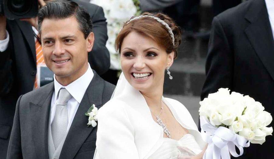 Enrique Pena Nieto, le gouverneur de l'État de Mexico et potentiellement le futur président du pays, s'est marié avec l'actrice Angelica Rivera ce week-end à la cathédrale métropolitaine de Toluca, près de Mexico.