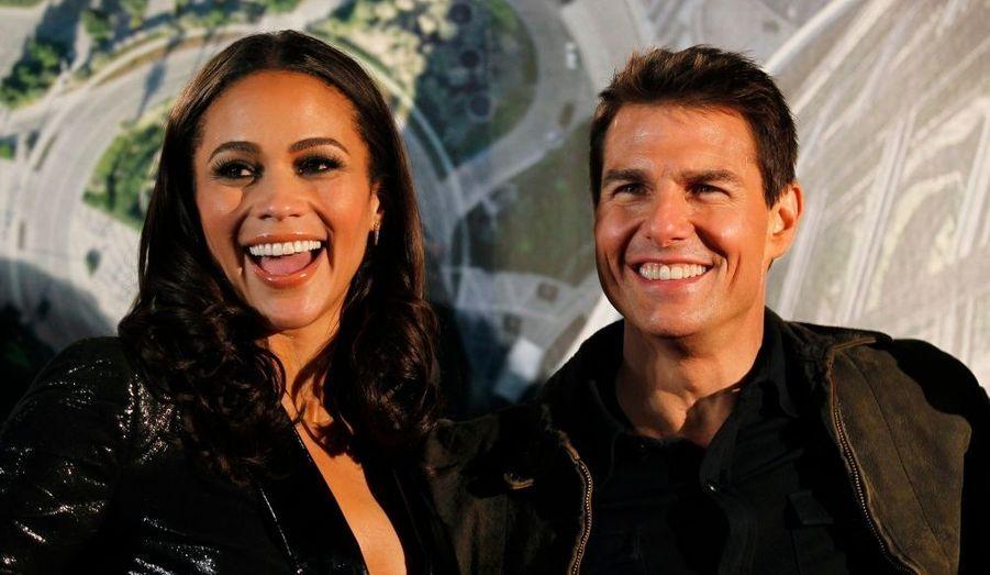 """Paula Patton et Tom Cruise posent à l'occasion de la première du quatrième volet de la saga """"Mission Impossible"""", à Tokyo."""