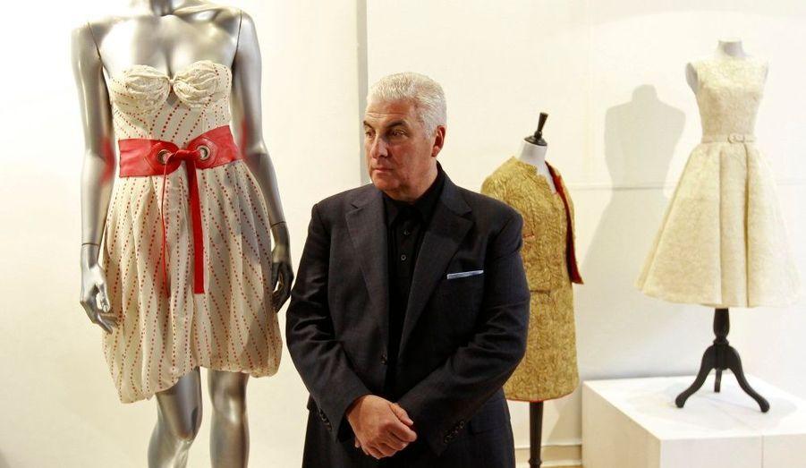 Kerry Taylor Auctions a indiqué que la robe que portait Amy Winehouse sur la pochette de l'albumBack To Black avait été vendue aux enchères 43200 livres-soit environ 50500 euros-, rapporte BBC News. La création en mousseline crème et dentelle avait été dessinée par la stylisteDisaya en 2006. Elle sera désormais exposée au Museo de la Moda, à Santiago, au Chili. Les bénéfices de cette vente vont être reversés à la Fondation Amy Winehouse, créée par les parents de la chanteuse après sa mort pour venir en aide aux jeunes en difficulté.