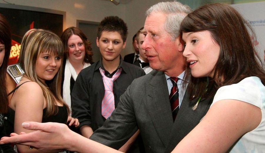 La divine Gemma Arteton séduit le Prince Charles lors des Prince's Trust Celebrate Success Awards qui se déroulait hier soir à Londres.