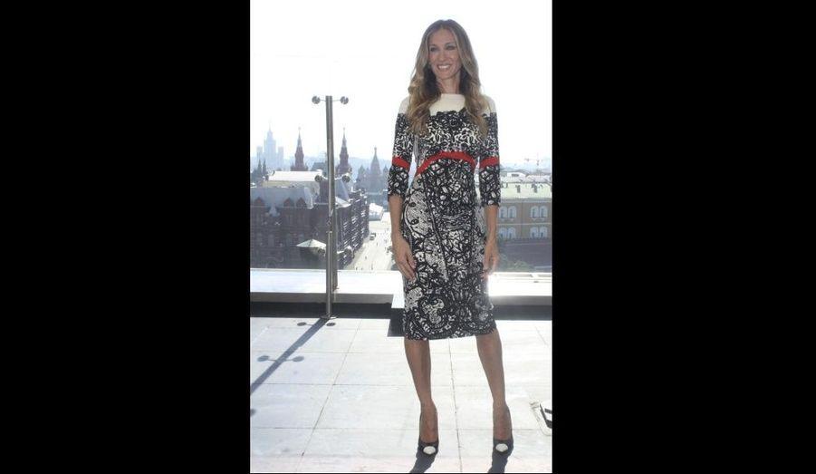 Sarah Jessica Parker poses durant un photocall à Moscou. L'actrice s'est rendue dans la capitale russe pour promouvoir son dernier film, Mais Comment font les femmes? – I Don't Know How She Does It.