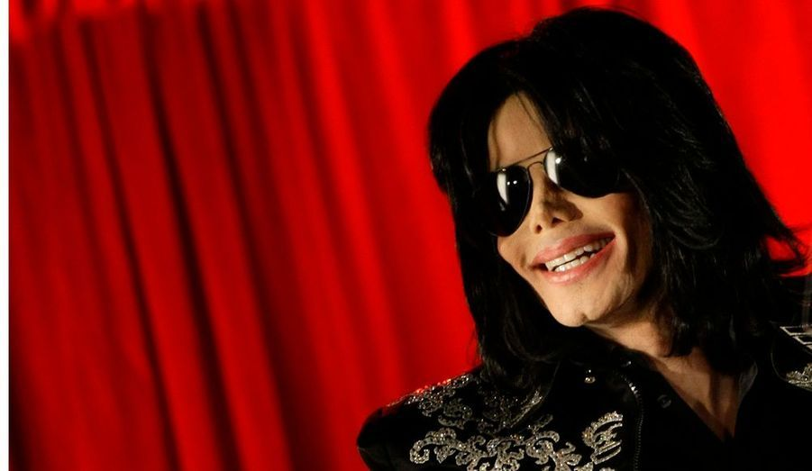 ... que Michael Jackson nous a quittés. Et les circonstances de sa mort commencent à peine à se préciser. L'hypothèse d'une surdose d'anesthésiant, le Propofol, a été confirmée par l'autopsie.