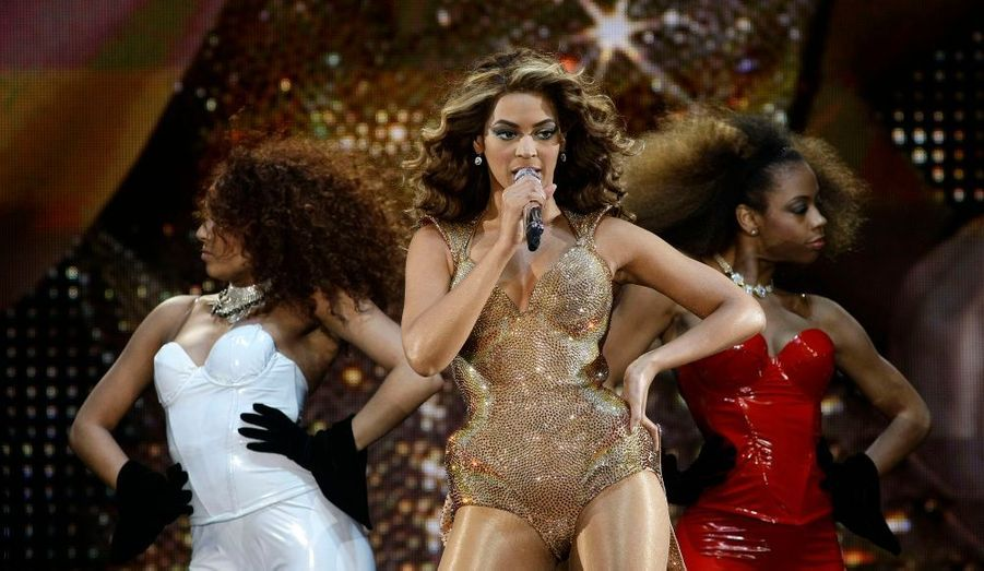 Mardi, la chanteuse Beyoncé Knowles a été élue Femme de l'année, par la célèbre revue américaine Billboard, dans le domaine de la musique. La reine du R'n'B aura l'occasion d'honorer ce titre lors de l'événement annuel Women in Music, le 2 octobre prochain à New York. Cette année, l'épouse du rappeur et producteur Jay-Z s'est distinguée en chantant notamment lors de l'investiture du président Barack Obama, en janvier dernier, mais aussi à travers ses nombreux tubes comme Singles Ladies, ou encore en apparaissant dans son dernier film à succès, intitulé Obsessed.