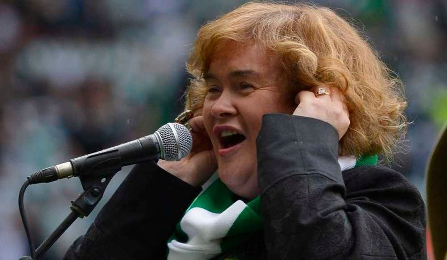 "Susan Boyle, qui n'était pas apparue en public depuis un petit moment, a chanté ""You'll never walk alone"" à l'occasion de la réception d'Helsingborg en Ligue des champions, à Glasgow, en Ecosse."