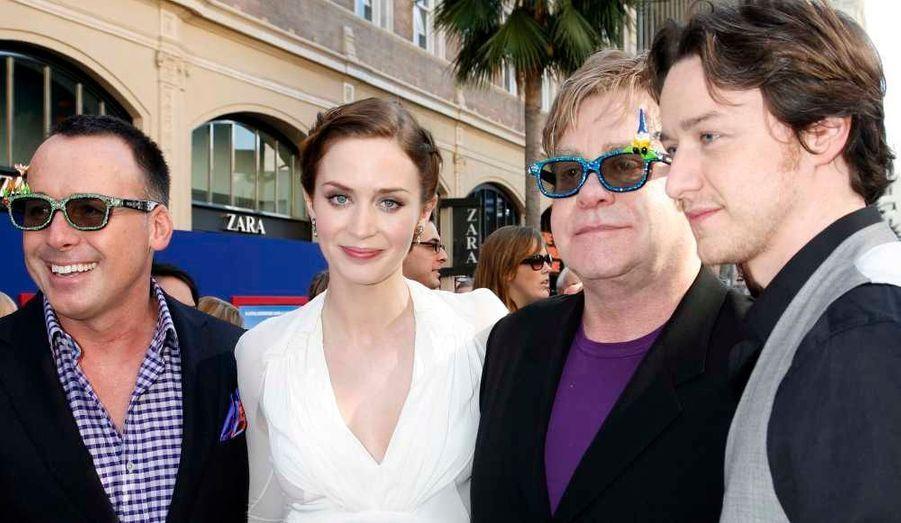 Les heureux parents David Furnish et Elton John ont assisté à la première hollywoodienne du film d'animation Gnomeo & Juliet auquel les acteurs actress Emily Blunt et James McAvoy prêtent leur voix.
