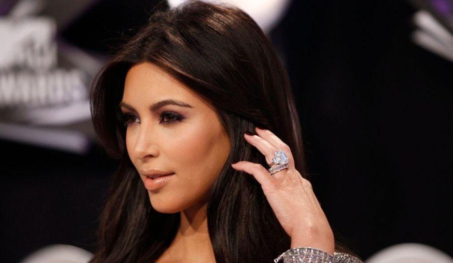 La sexy Kim Kardashian a demandé le divorce d'avec le basketteur Kris Humphries, après seulement 72 jours d'un mariage très médiatique. La star de la télé réalité américaine a évoqué des différents inconciliables. Ironie de l'histoire, son époux aurait appris la nouvelle par twitter interposé.