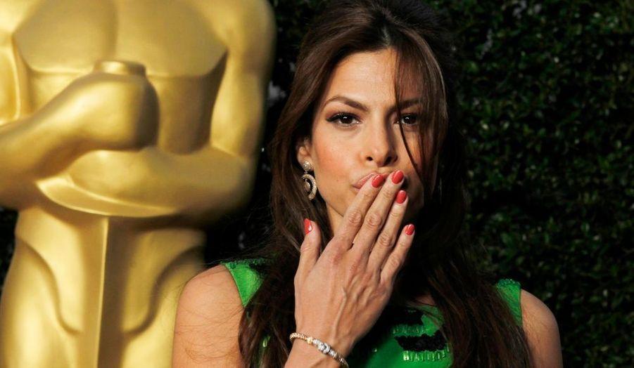 L'actrice Eva Mendes a assisté à la soirée organisée par l'Académie des Arts et des Sciences du cinéma rendant hommage à la carrière de Sophia Loren, à Beverly Hills.