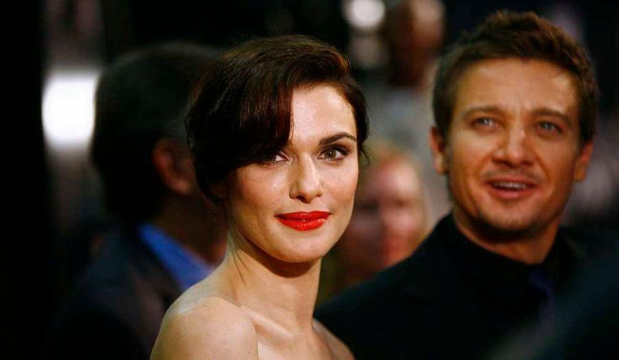 Les acteurs du film Rachel Weisz et Jeremy Renner à la première du film, Jason Bourne: L'héritage, à New York lundi soir.