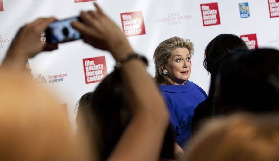 La comédienne Catherine Deneuve arrive lundi soir Chaplin Award Gala, à New York.