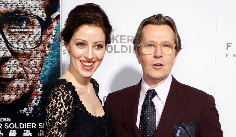 L'acteur Gary Oldman pose avec sa femme, Alexandra Edenborough, à la première du film «La Taupe» dont il est la star.