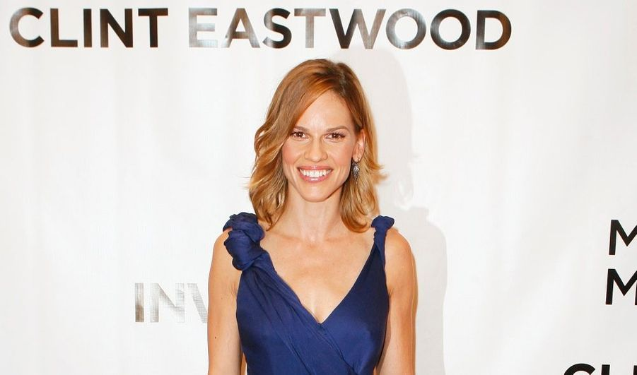 Hilary Swank arrive à la projection de Invictus, le nouveau film de Clint Eastwood avec Morgan Freeman et Matt Damon.