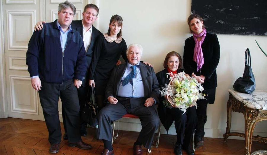 Agé de 89 ans, l'acteur Michel Galabru a reçu aujourd'hui la grande médaille vermeille de la ville de Paris, la plus grande récompense honorifique remise par la capitale.