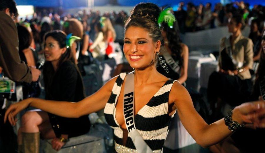 A quelques jours du concours de Miss Univers, le 12 septembre prochain, Laury Thilleman, notre jolie Miss France 2011,prend des cours de samba à Rio de Janeiro.