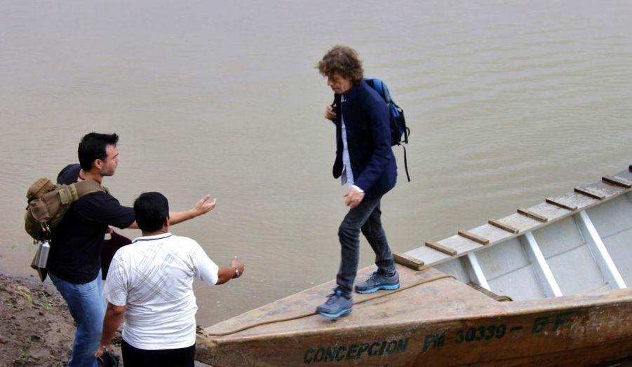 Le chanteur des Rolling Stones débarque à Puerto Maldonado, au Pérou, pour une visite personnelle qui a pris une tournure très médiatique.