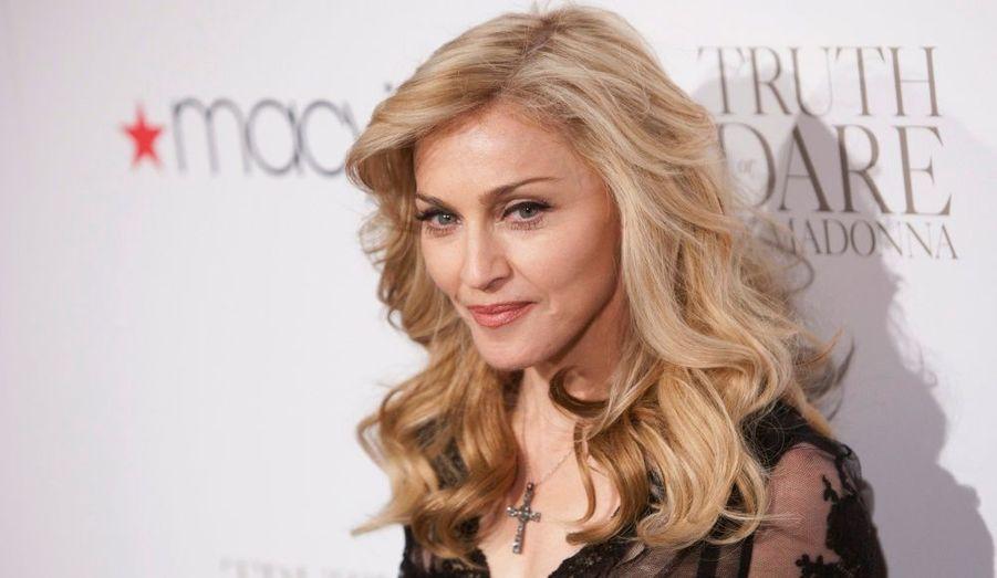 Madonna a présenté hier son parfum Truth or Dare, au magasin Macy's de New York.