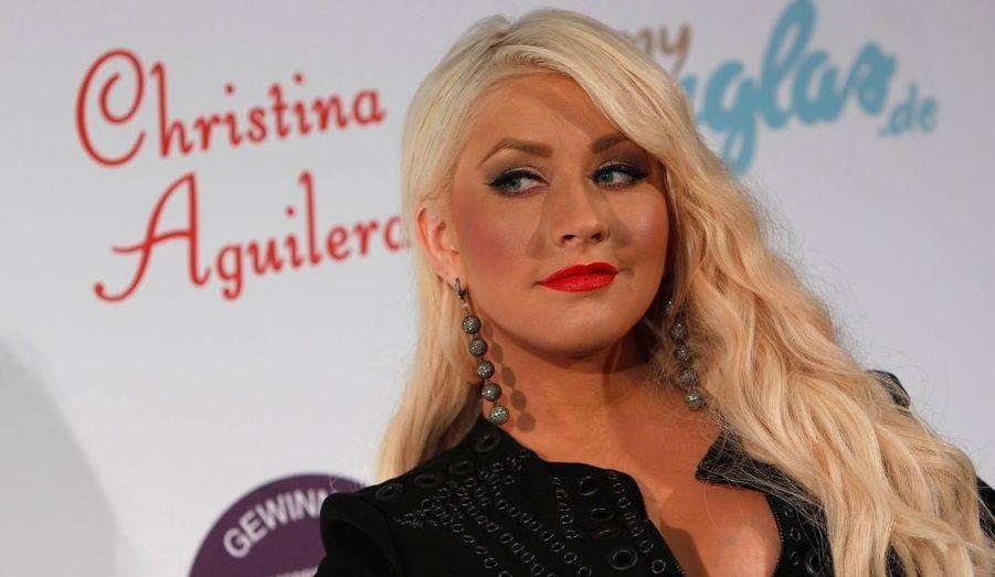 La chanteuse Christina Aguilera pose sur le tapis rouge du lancement de son nouveau parfum à Munich (Allemagne).