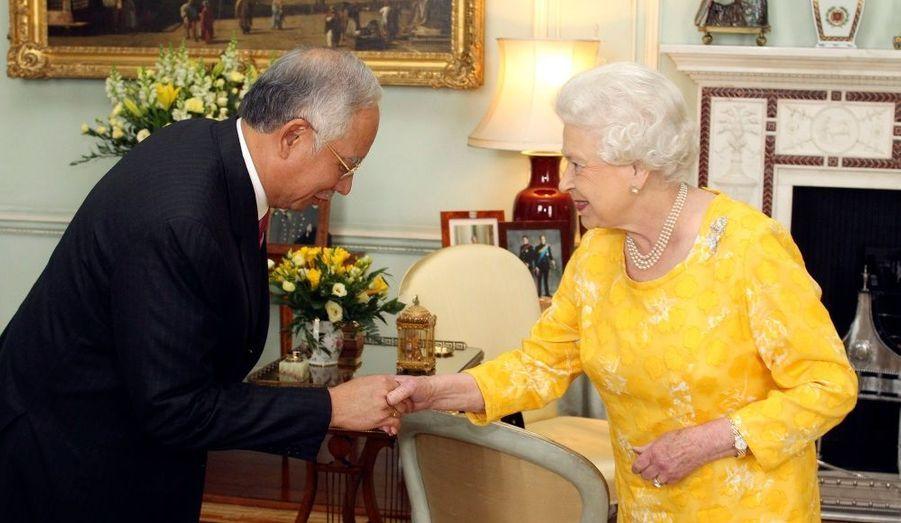 La reine d'Angleterre a accueilli le Premier ministre malaisien Najib Razak pour une audience au palais de Buckingham à Londres.