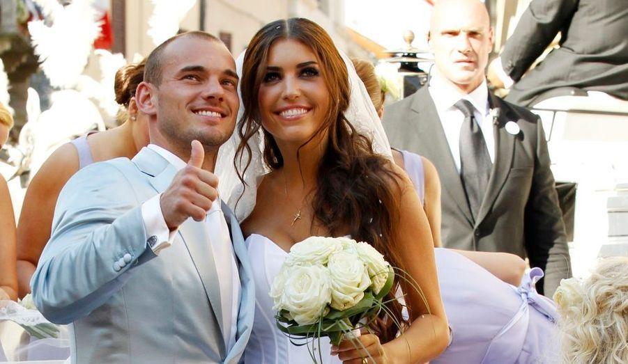 Le joueur de foot hollandais Wesley Sneijder a épousé Yolanthe dans l'église de Castelnuovo Berardenga, près de Siena, le 17 juillet 2010.