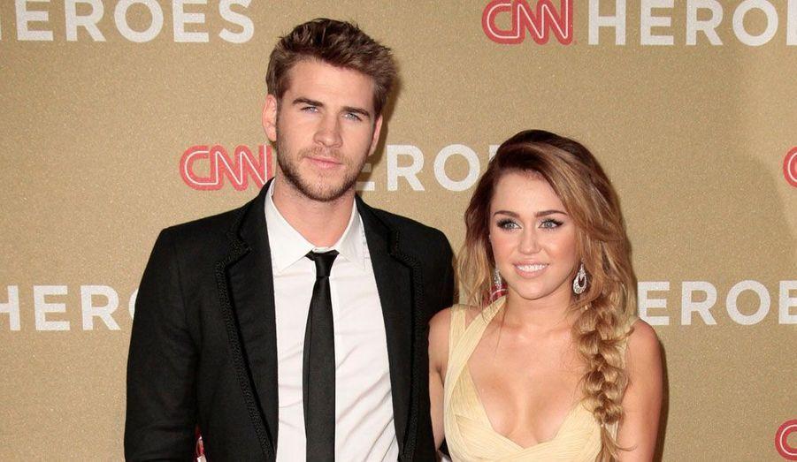 Miley Cyrus et Liam Hemsworth aux CNN Heroes 2011. Robin Lim, une Américaine qui a aidé des milliers de femmes indonésiennes pauvres pendant leur grossesse et/ou accouchement a reçu ce prix annuel.