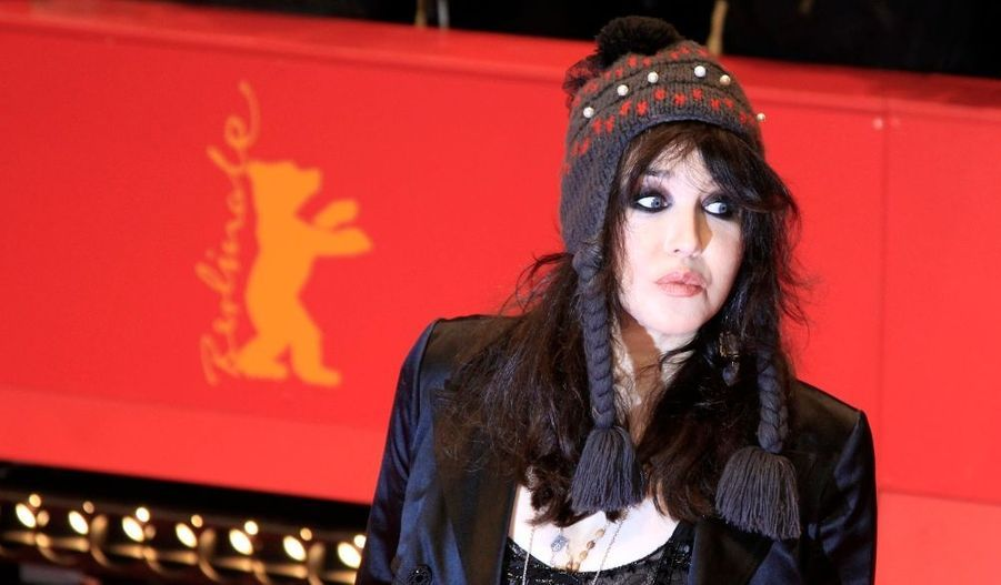 Isabelle Adjani a fait une apparition...originale, au Festival de Berlin, pour la projection du film Mammuth, dans lequel elle apparaît. Cette comédie décalée avec Gérard Depardieu est le seul film français de la Berlinale.