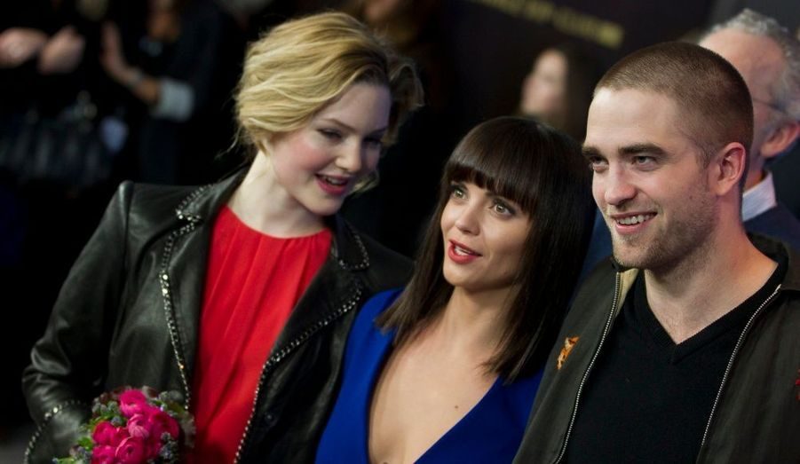 Holliday Grainger, Christina Ricci et Robert Pattinson posent à l'occasion de la projection de Bel Ami au Festival du Film de Berlin.