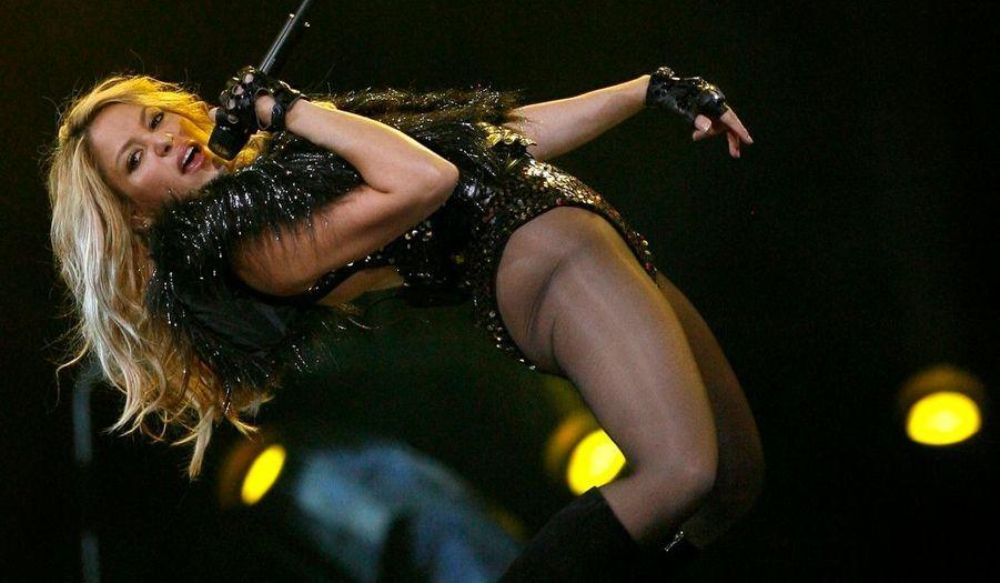 Alicia Keys et Shakira se sont produites durant la mi-temps du NBA All-Star Game 2010, le match de basket rassemblant les meilleurs joueurs américains, qui a eu lieu hier soir au Texas. Les deux chanteuses sont en pleine promotion de leur nouvel album, respectivement The Element of Freedom, sorti en décembre dernier et She Wolf, disponible depuis le mois d'octobre.