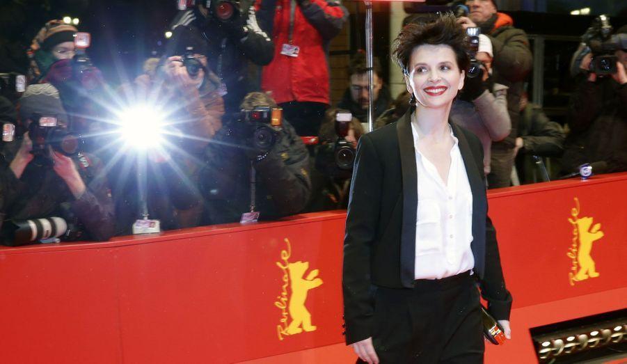 """Juliette Binoche pose sur le tapis rouge avant la présentation de son film """"Camille Claudel 1915"""" lors du 63ème Festival International du film de Berlin."""