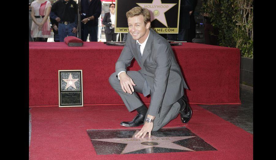 L'acteur Simon Baker a dévoilé jeudi son étoile sur le célèbre Hollywood Walk of Fame.