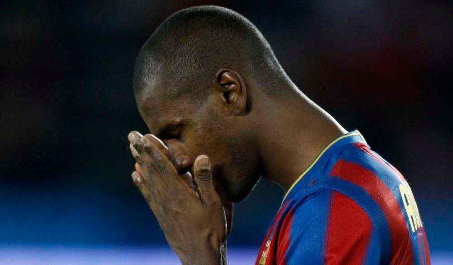Une information aussi inquiétante que soudaine. Mardi soir, le site officiel du FC Barcelone a annoncé qu'Eric Abidal, le Français du Barça, a une tumeur au foie dont il va se faire opérer vendredi.