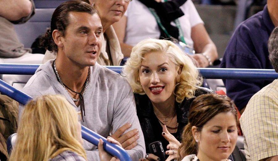 Accompagné de son compagnon, Gavin Rossdale, la chanteuse Gwen Stefani était dans les tribunes, juste derrière le clan Federer, pour regarder Roger perdre contre Marcos Baghdatis au troisièlme tour du tournoi d'Indian Wells.