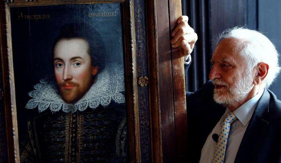 Le Shakespeare Birthplace Trust a révélé l'existence d'un portrait vieux de plus de 300 ans qui serait l'unique représentation du dramaturge réalisée de son vivant (deux autres portraits, posthumes, réalisés aux alentours de 1623 ont été jugés authentiques). Peinte en 1610, six ans avant sa mort, alors qu'il était âgé de 46 ans, cette toile représente bien Shakespeare, selon Paul Edmondson, le représentant du Shakespeare Birthplace Trust. Des observations aux rayons X et à l'infrarouge attesteraient de cette authenticité. La toile se trouve depuis des générations dans la famille Cobbe, dont les membres sont des descendants lointains d'Henry Wriothesley, comte de Southampton et protecteur de William Shakespeare. Elle sera exposée à Stratford-upon-Avon du 23 avril au 6 septembre.