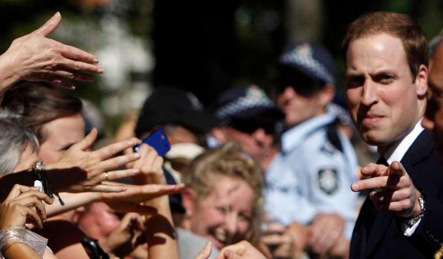 Le prince William est en visite pour trois jours en Nouvelle-Zélande, frappé par un puissant séisme le 21 février dernier. Il a été accueilli en star par les habitants de Christchurch.