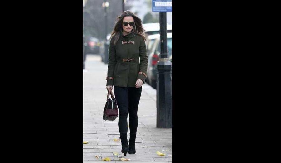 Pippa Middleton sur le chemin du travail, à South Kensington, à Londres.
