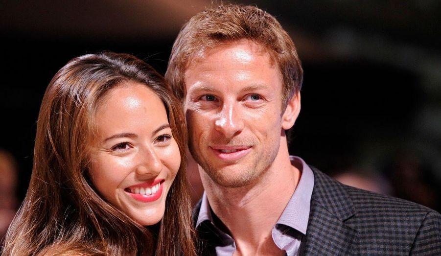 Le pilote automobile Jenson Button et sa petite amie Jessica Michibata ont assisté à l'avant-première britannique du quatrième épisode de la saga Twilight, à Londres.