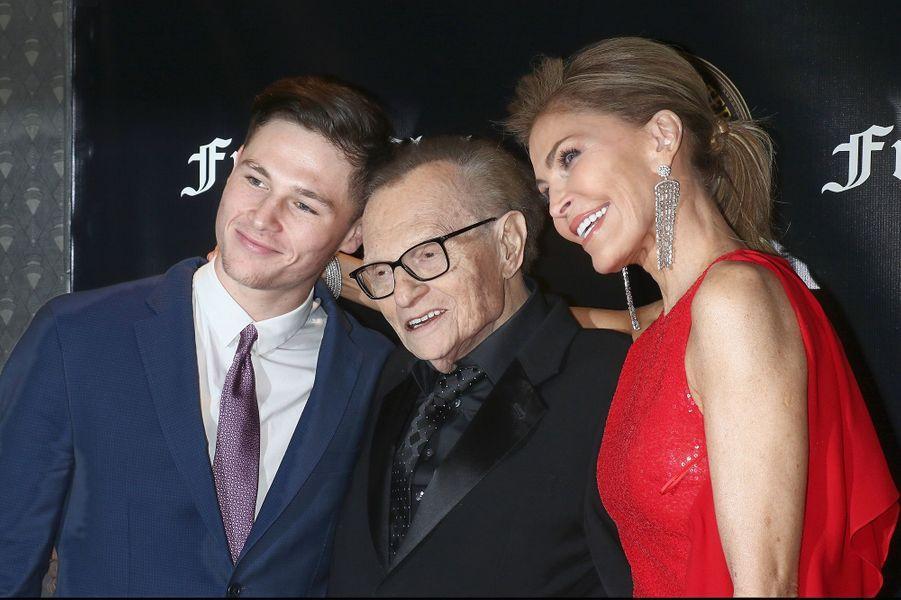 Larry et Shawn King avec leur fils Chance en novembre 2018