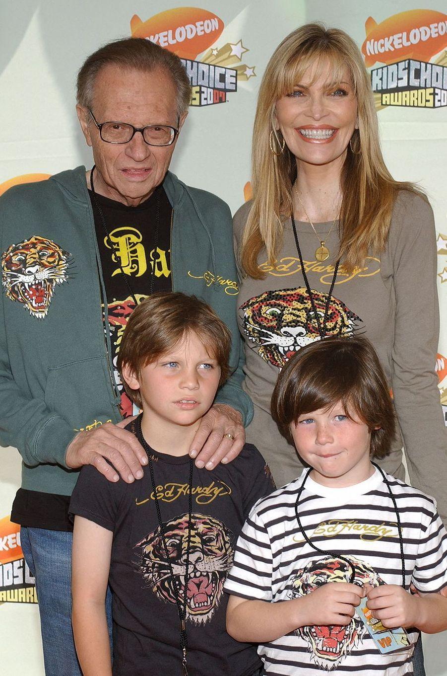 Larry et Shawn King avec leurs enfants Chance et Cannon en janvier 2001