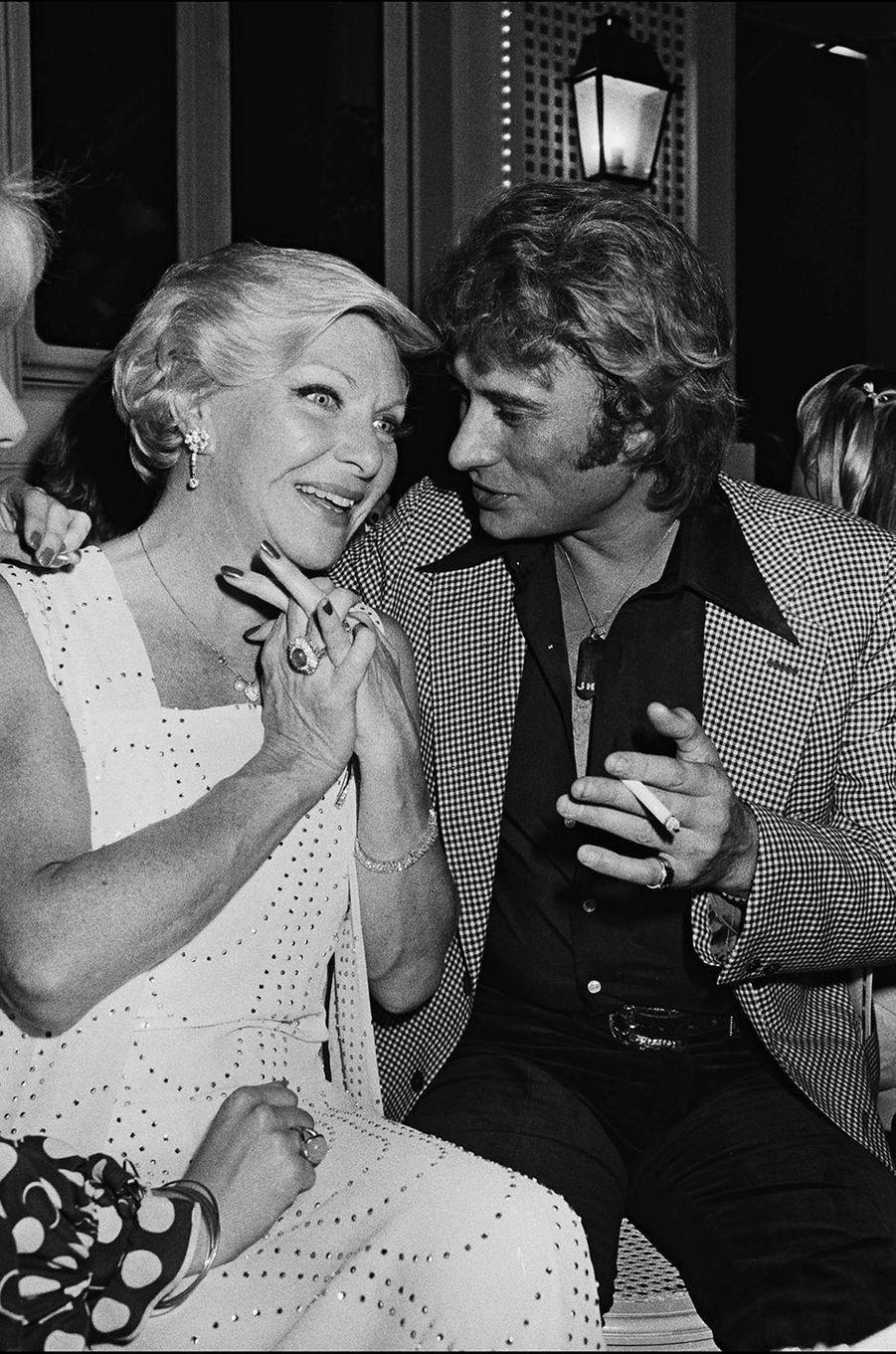 Johnny Hallyday et Line Renaud en 1977.
