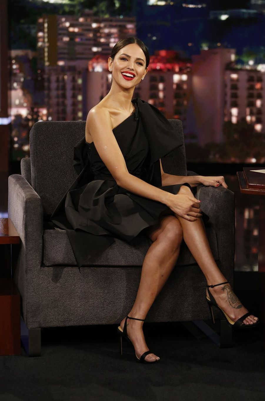 Eiza Gonzalez sur le plateau du talk-show de Jimmy Kimmel en mars 2020